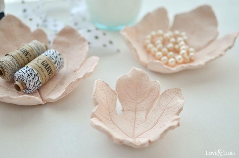 Photo of Herbst-DIY: Tonschalen mit Blattstruktur aus Modelliermasse