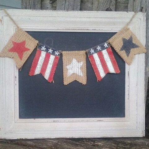 Memorial day and 4th of July are coming! Get your red, white and blue on with this patriotic reversible mini burlap banner.