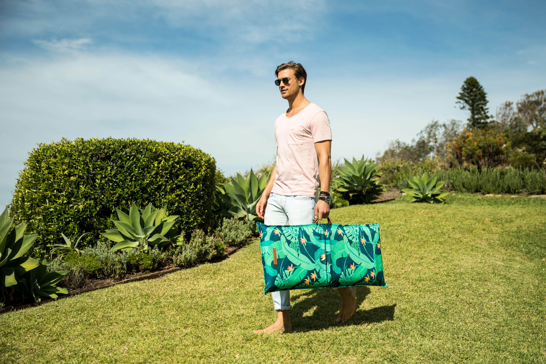 Sunnylife Beach Seat Monteverde Leaf print pattern
