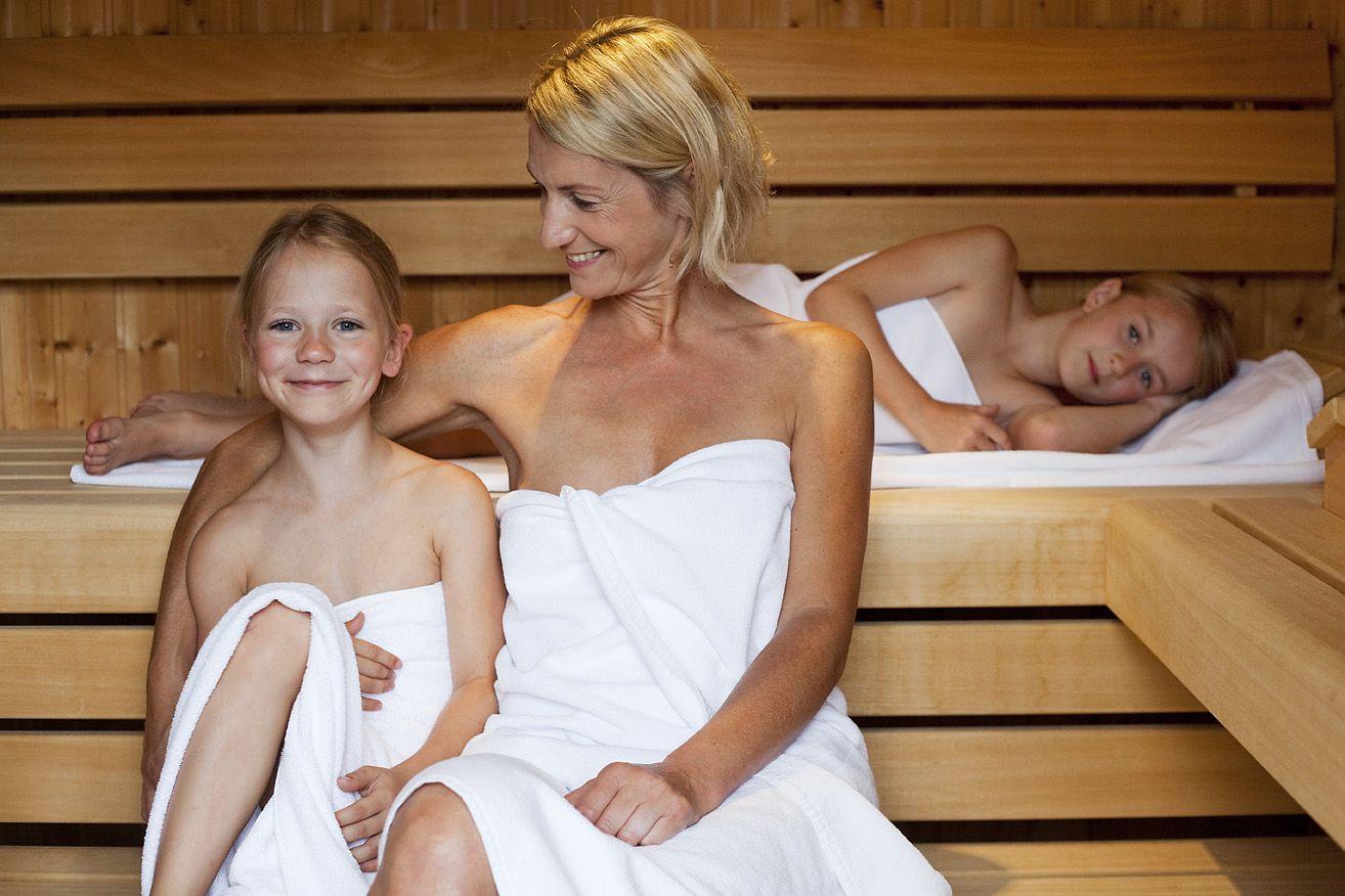 Голые девушки в бане  красивые русские бабы Зрелые