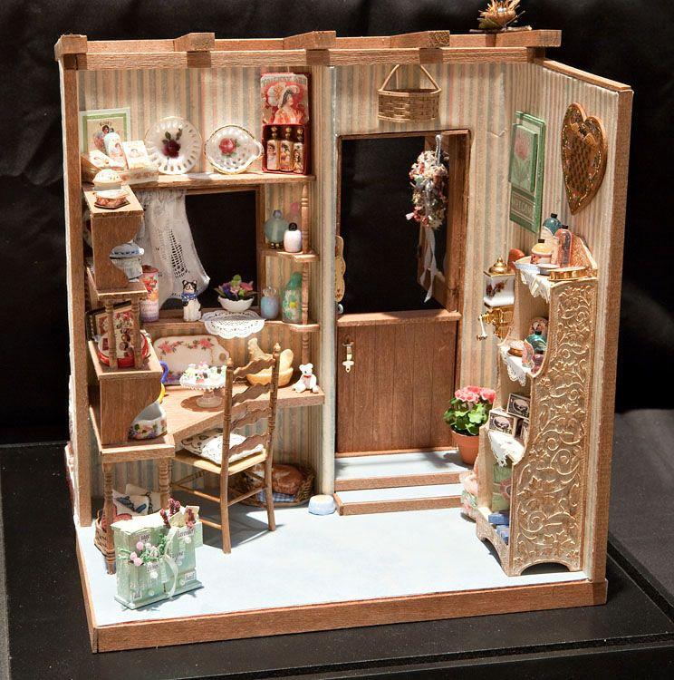 Good Sam Showcase of Miniatures Dollhouse