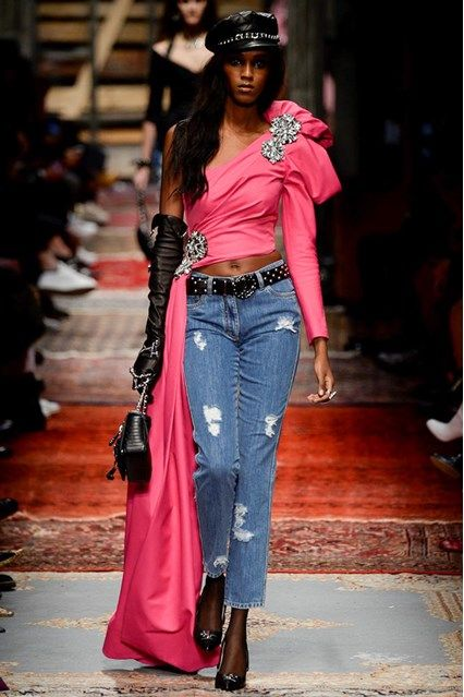 Catwalk photos and all the looks from Moschino Autumn/Winter 2016-17 Ready-To-Wear Milan Fashion Week