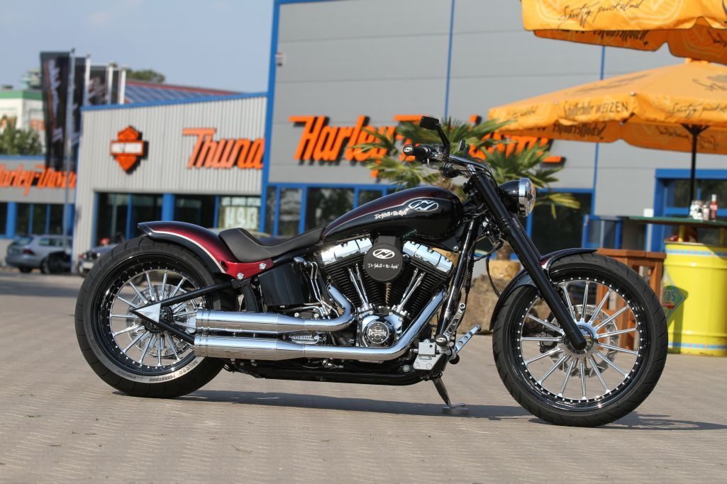Customized Harley-Davidson Softail Breakout by Thunderbike Customs