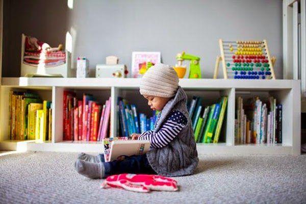 tips-deco-ideas-para-hacer-tu-casa-mas-acogedora-decoracion-low-cost-libros-por-colores