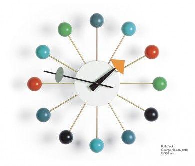 Horloge Ball clock Multicolor  Caractérisées par la diversité des matériaux et des formes, les horloges créées par George Nelson incarnent l'esprit des années 1950. Ces horloges murales restent une alternative pleine de fraîcheur aux objets habituels de mesure du temps. Collection du Vitra Design Museum.  Designer :GEORGE NELSON Marque :VITRA Couleur :MULTICOLOR Dimensions : Diam 33cm  #Jbonet #design #Vitra