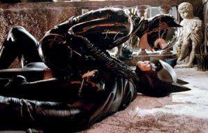 """Batman Returns (1992) M. Keaton- M. Pfeiffer cit. Catwoman:""""Sei erbapepe per una donna come me!"""""""