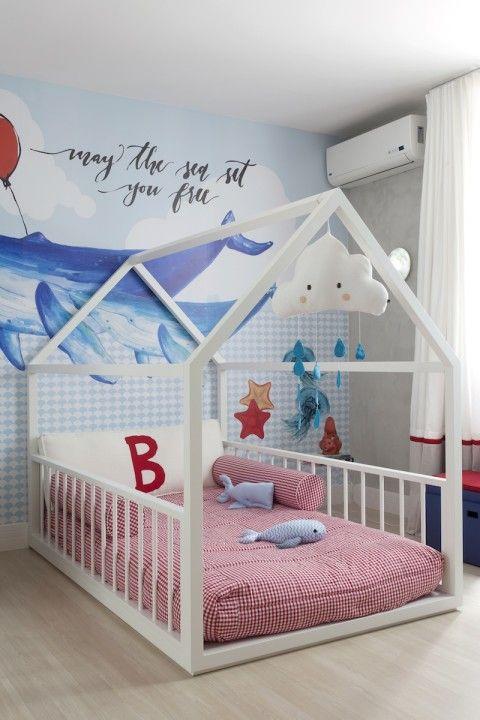 Quarto de menino com casinha e baleia Camas, Bebe y Bebé