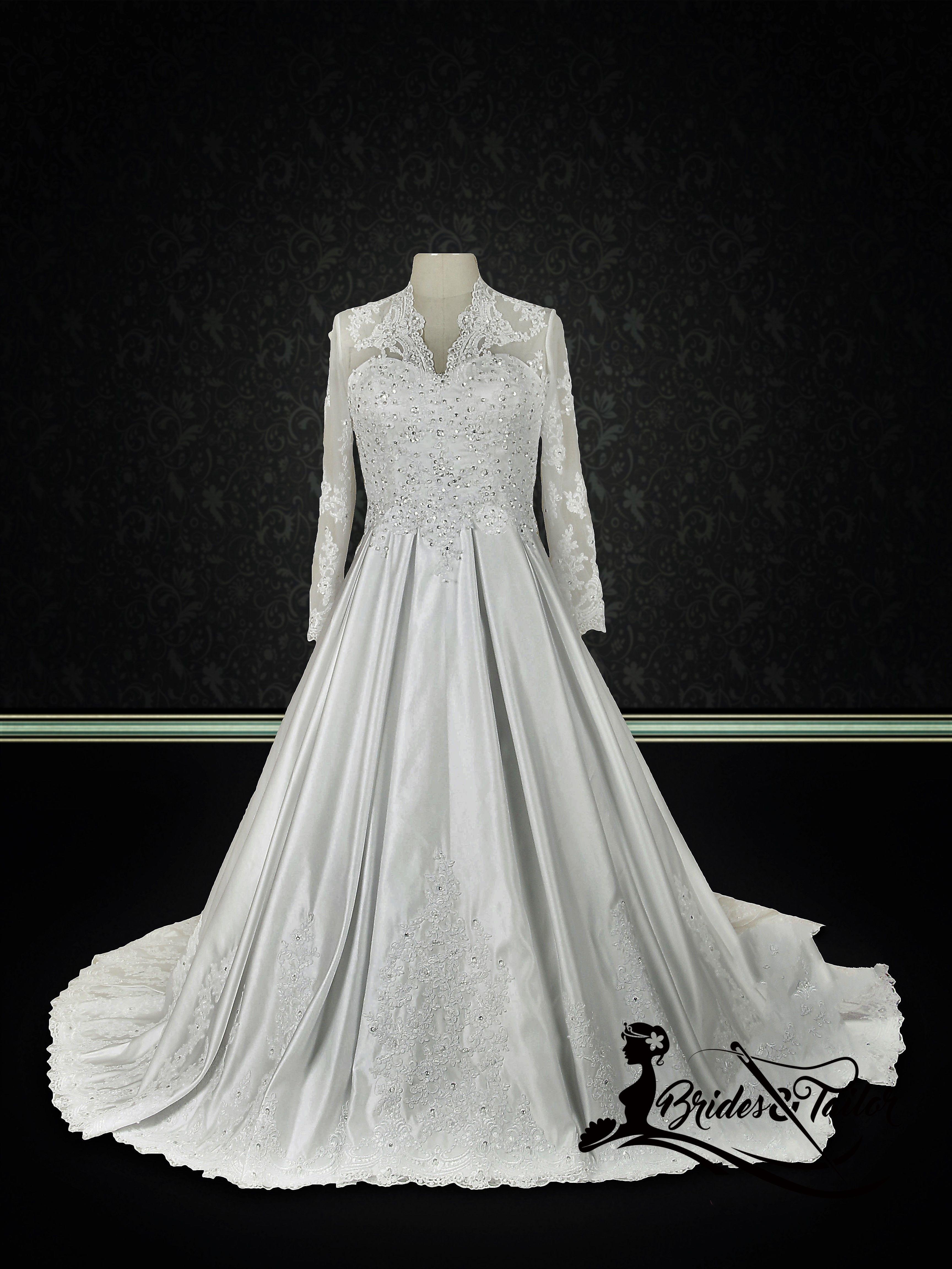 Bescheidenes Brautkleid von Brides & Tailor angepasst