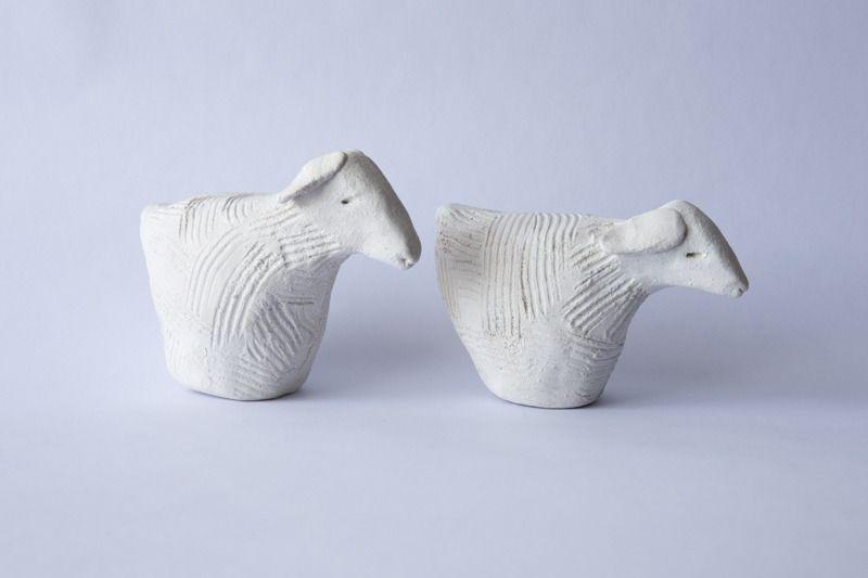 2 Moutons naîfs au style épuré en argile cirés couleur blanche : Accessoires de maison par etoffe-et-bijoux