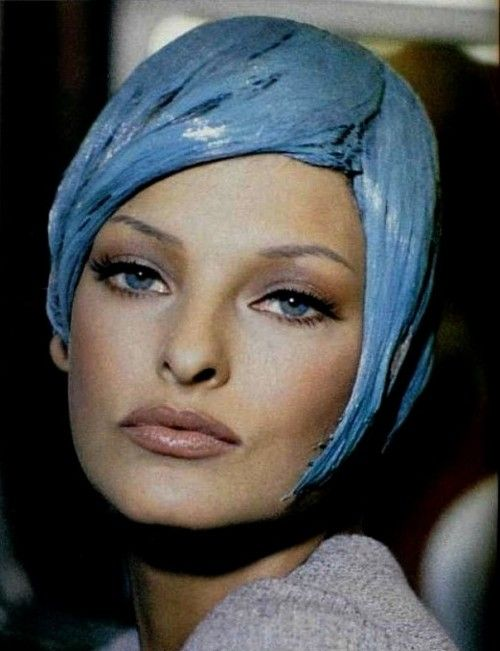 linda evangelista backstage at chanel fall winter 1992/93 haute couture