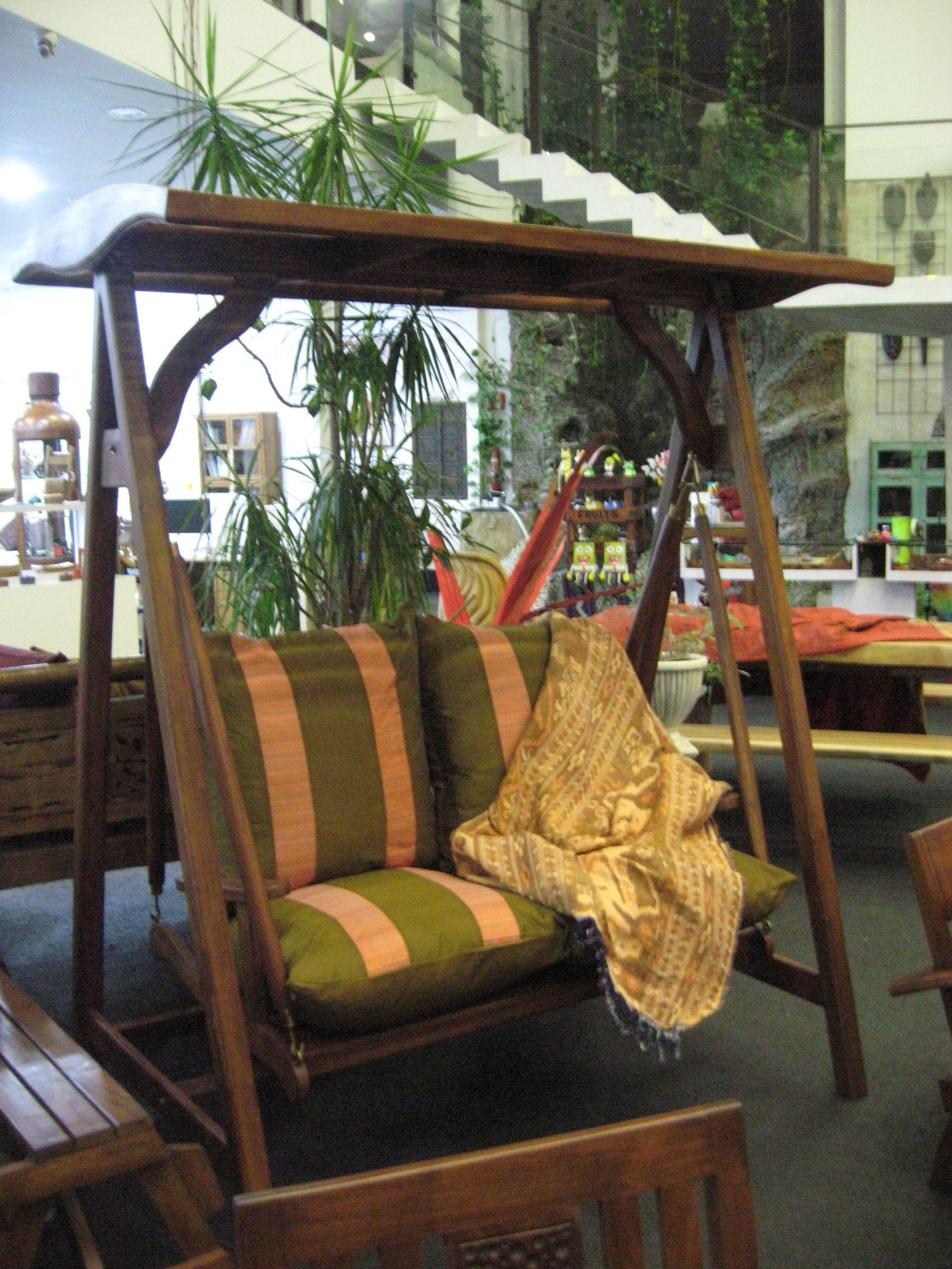 Precioso columpio en teca para tu jardín de Muebles Campoloco.
