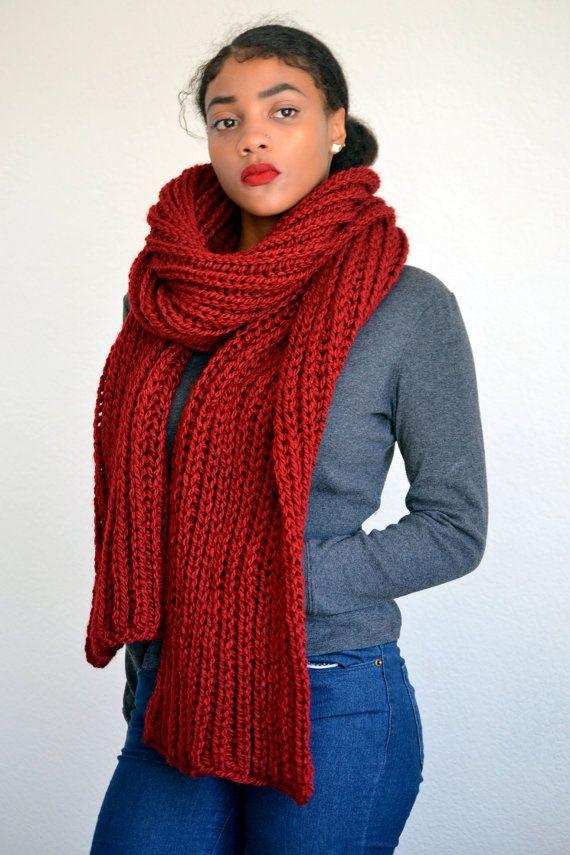 Gebreide sjaal van Kerstmis / diep rode sjaal / door Africancrab
