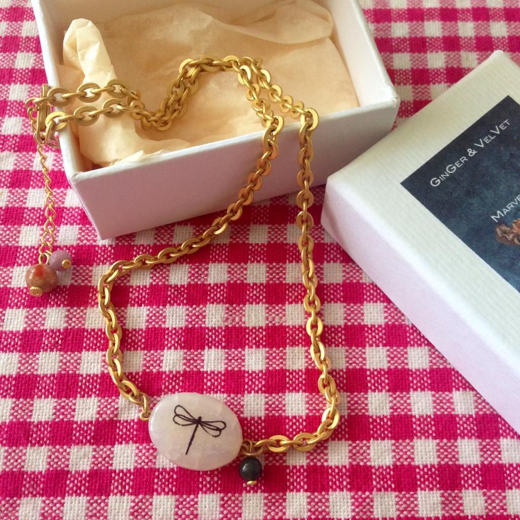 Nuevo collar de #GingerandVelvet.  Me encantan las libélulas!!!   http://fb.me/36vOseJuL pic.twitter.com/qUZf0wpRMF @Vanessa Samurio Samurio Martínez #JoyasPersonalizadas #GingerandVelvet