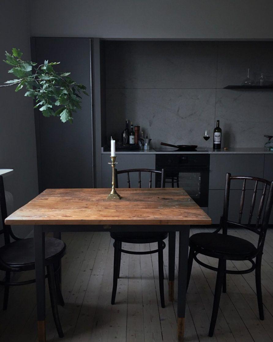 Une cuisine en total look noir mat d co cuisine for Cuisine noir mat