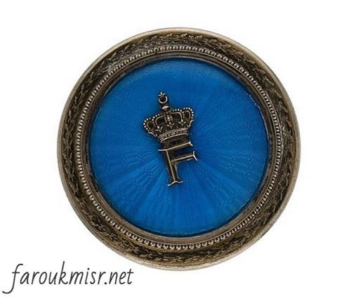 علبة من الفضة كانت تقدم كهدية للمدعوين في حفل الزفاف الملكي للملك فاروق و الملكة فريدة عام ١٩٣٨م Old Egypt Ancient Egypt Egyptian