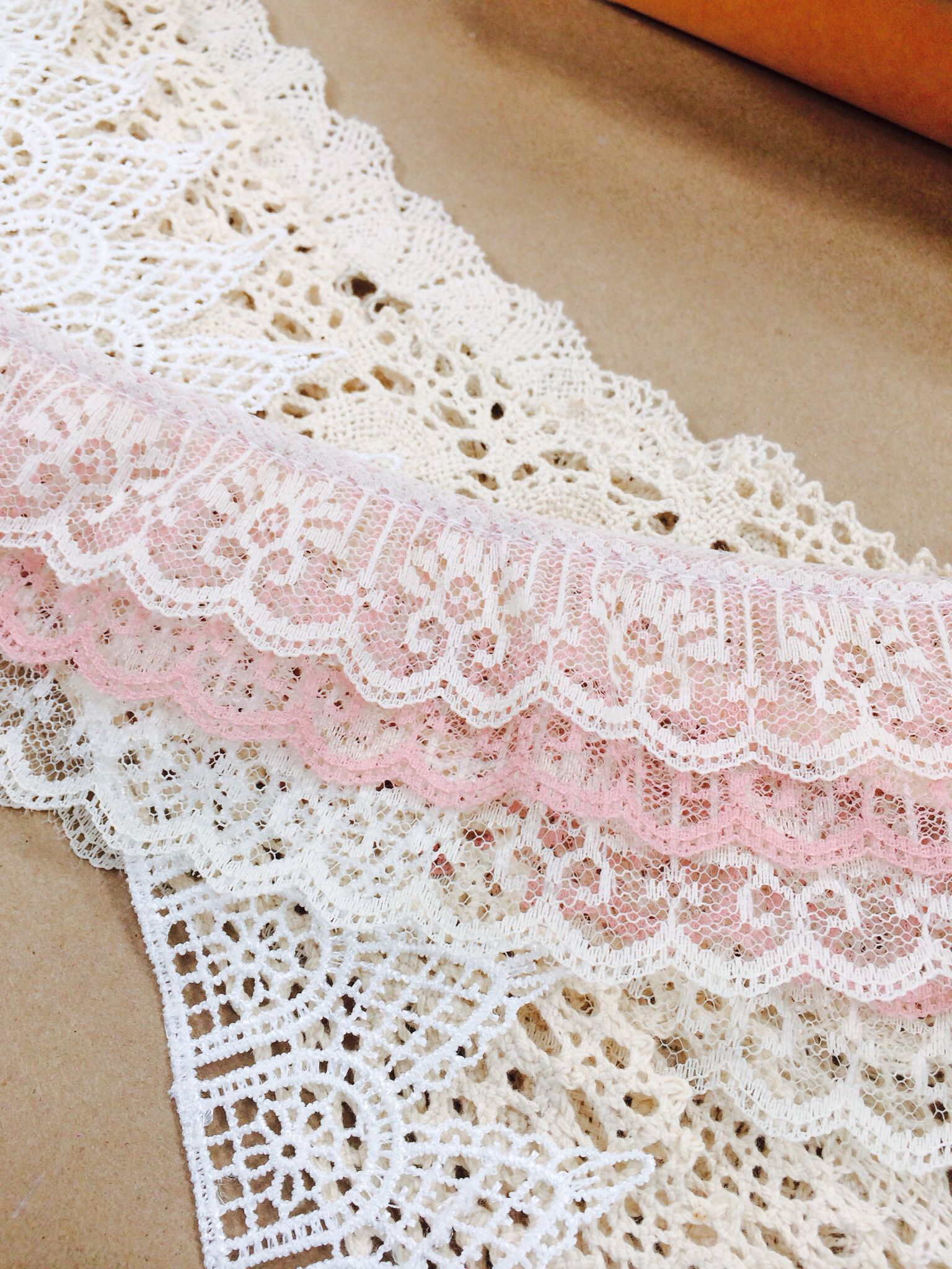 How to choose a lace fabric for the dress 31