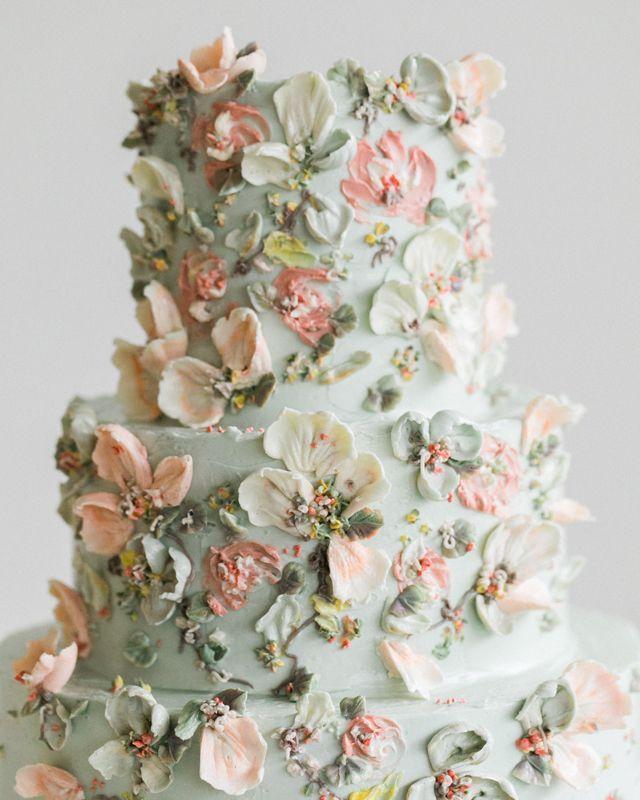 Photo of Ätherische botanische Blumenhochzeitstorte von Cynz Cakes #w…