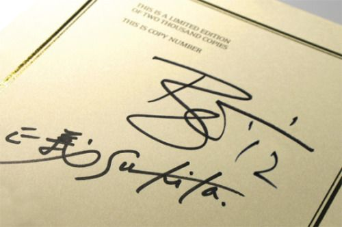 David Bowie's signature was an ambigram
