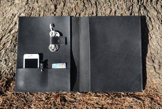 He encontrado este interesante anuncio de Etsy en https://www.etsy.com/es/listing/212334289/leather-organizer-leather-portfolio-w