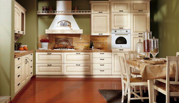 Cocina clasica en blanco y paredes verdes | Decoracion cocina ...