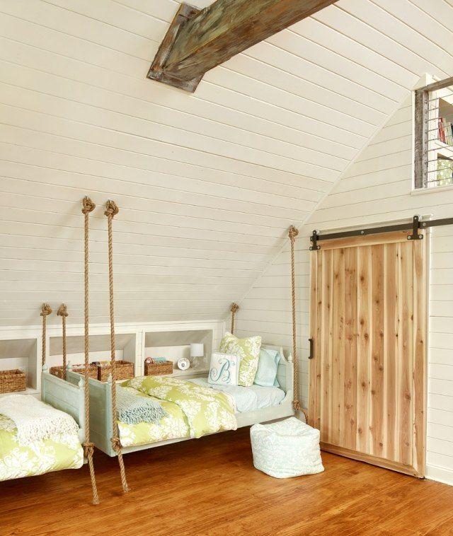sichtbare holzbalkendecken-kinderzimmer mit schräge-praktische ... - Wohnideen Kinderzimmer Dach Schrg
