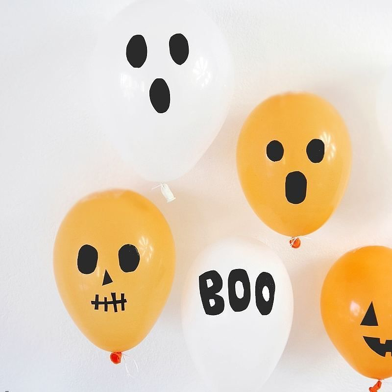 These balloons were so easy to make and no need for fancy cutting machines #shop #birdspartyfr . . . #crafts #crafty #ontheblog #festa #festas #halloween #decoração #blogger #abmlifeiscolorful #rslove #bhghome #crafter #partyhacks #balloons #festainfantil #twitter #halloweendiy #diy #halloweencrafts #haloweendecor