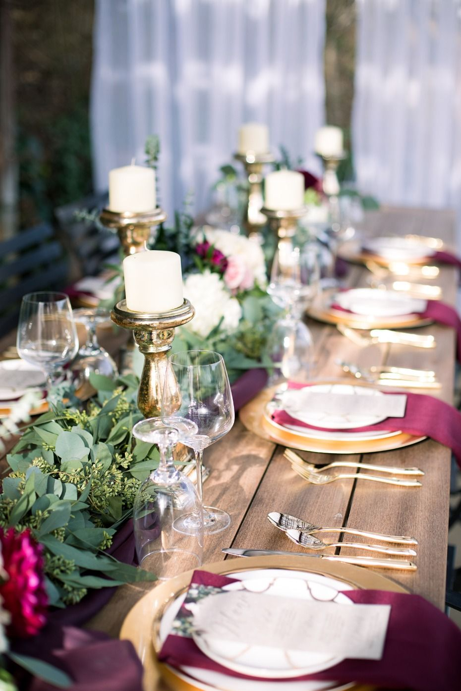 Burgundy And Black High Class Winter Wedding Ideas Table Decor For