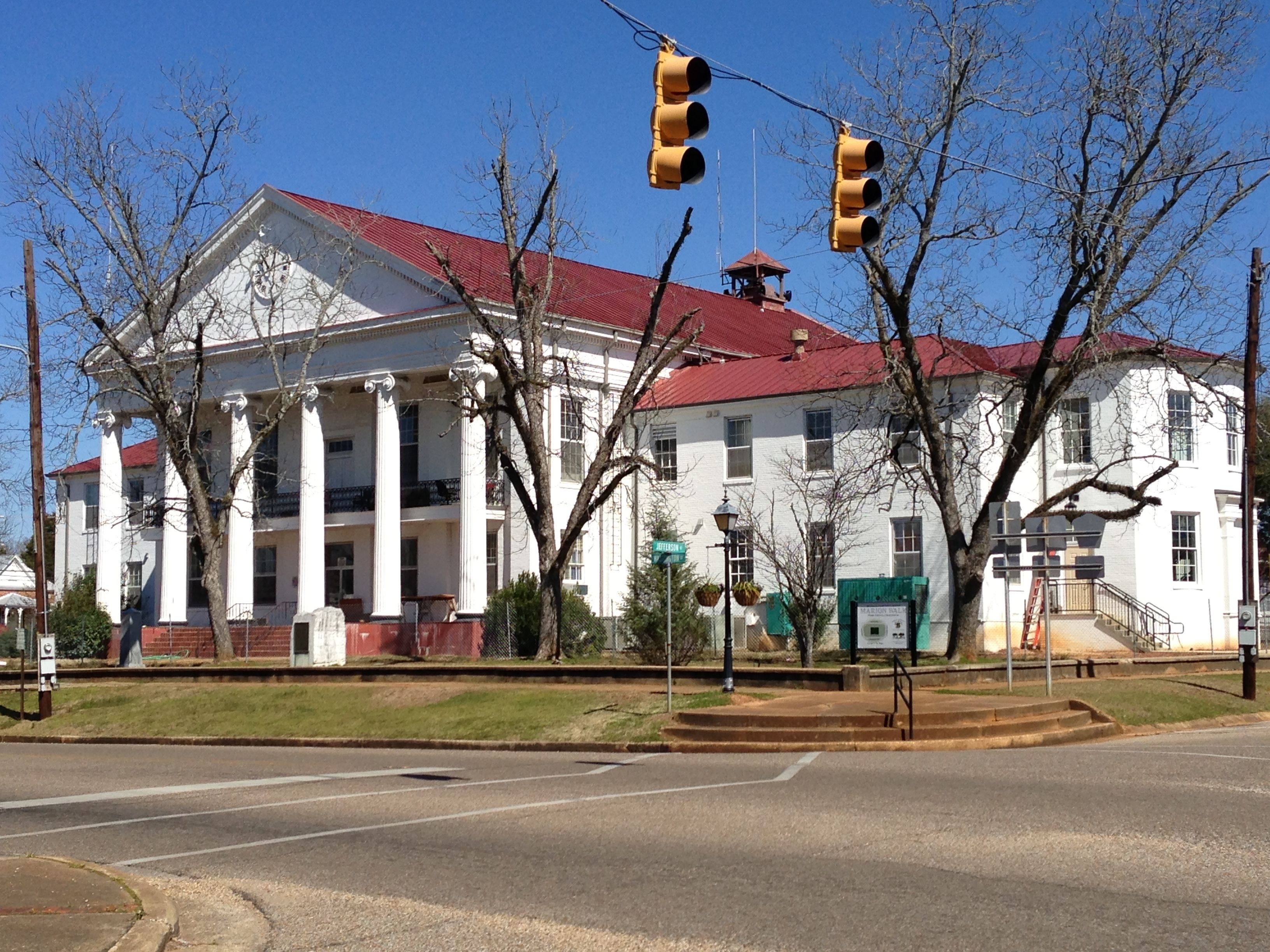 perry county courthouse in marion alabama perry county