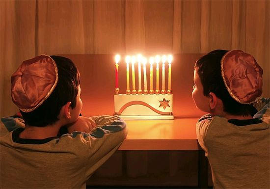 Der 8-flammige Leuchter - die Hannukia - wird nur zum Chanukka-Fest verwendet. (© Howard Sandler)