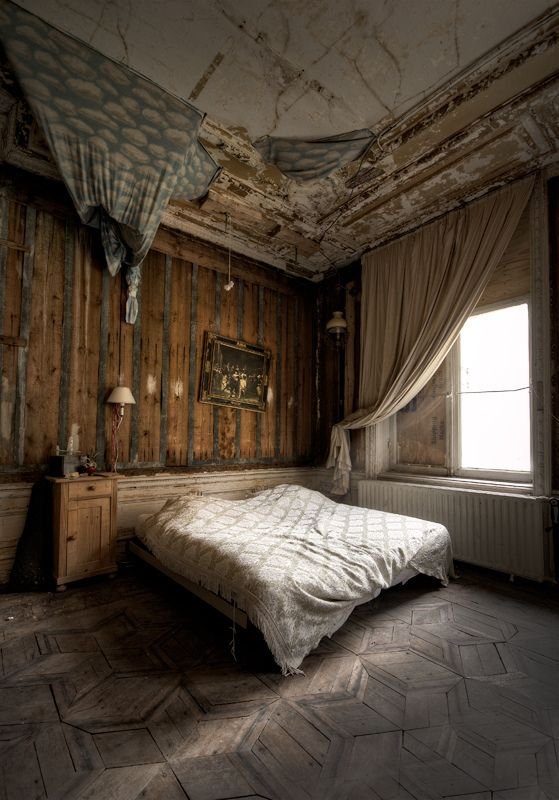 Pin On Abandon Scary Castles And Mansions Etc