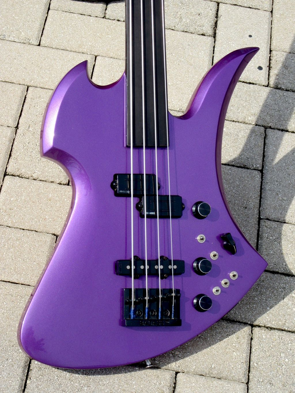 1985 b c rich mockingbird fretless bass music guitar guitar amp cool guitar [ 1024 x 1365 Pixel ]