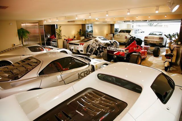 some very nice cars in this garage ultimate garage. Black Bedroom Furniture Sets. Home Design Ideas