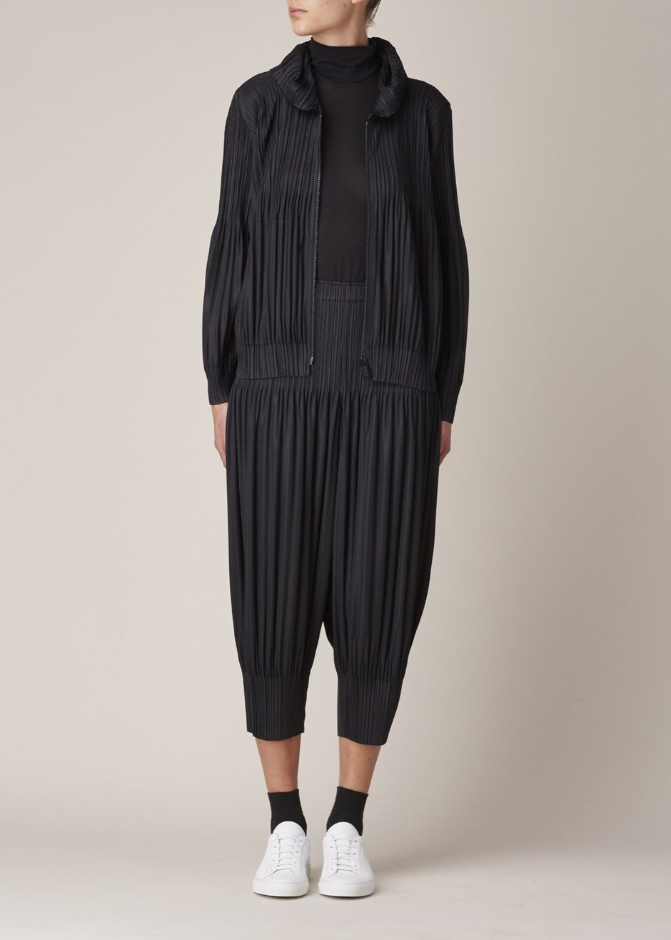 3c2998a34c66 Issey Miyake PLEATS PLEASE Pull-On Jogger Pant (Black)