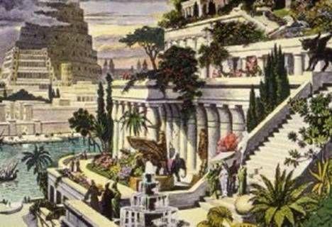 """A terceira maravilha são os Jardins Suspensos da Babilônia, construídos por volta de 600 a.C., às margens do rio Eufrates, na Mesopotâmia - no atual sul do Iraque. De todas as maravilhas os Jardins Suspensos da Babilônia são os menos conhecidos já que até hoje encontram-se poucos relatos e nenhum sítio arqueológico foi encontrado com qualquer vestígio do monumento. O único que pode ser considerado """"suspeito"""" é um poço fora dos padrões que imagina-se ter sido usado para bombear água."""