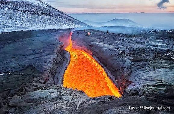 Een ongelooflijke kijk in een actieve vulkaan (video).