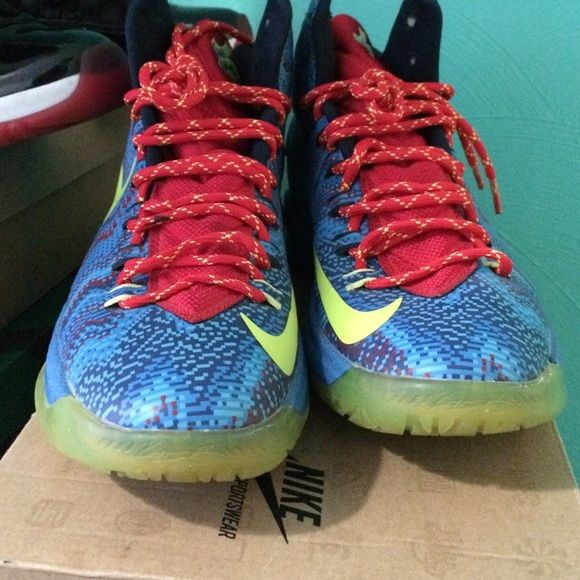 8f41611ab3dc Kd 5 Christmas Good condition only worn couple times Nike Shoes