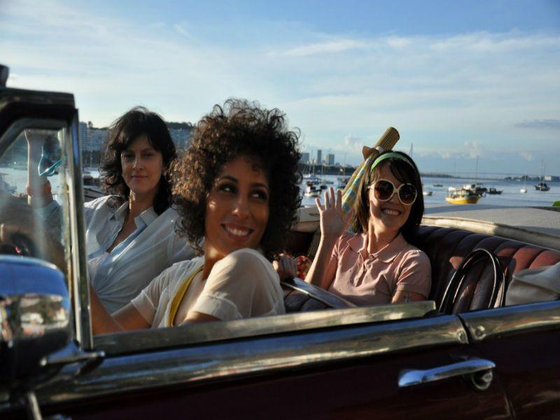 """Marcia Castro sobe ao palco da Serralheria e lança seu novo videoclipe, """"Vergonha"""", com a presença da diretora Patrícia Pillar."""