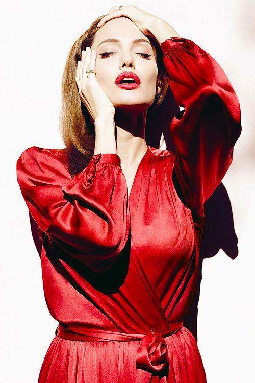 Angelina Jolie - La biographie de Angelina.
