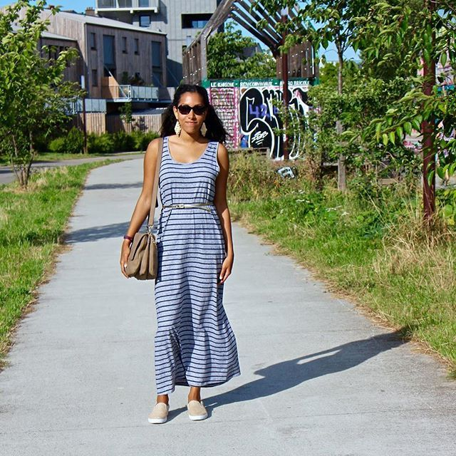 Casual Summer Look - long dress and slip-on - super comfy look to go walk under the sun.