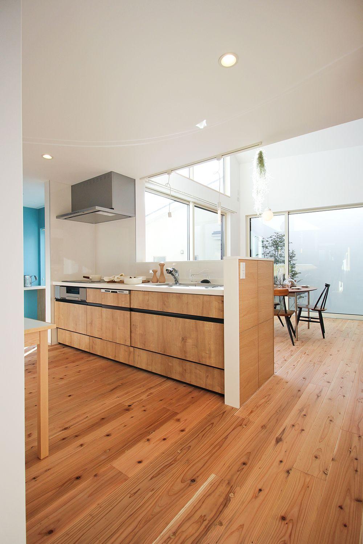 家族の気配が重なる家 Takano Home 家 ペニンシュラキッチン キッチンデザイン