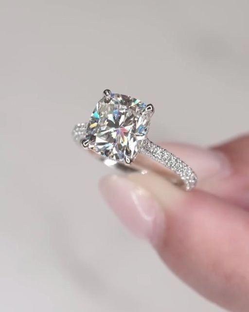 21 Brilliant Cushion Cut Engagement Rings #engagementrings #weddingrings #rings ⋆ wedding-junction #cushionengagementring