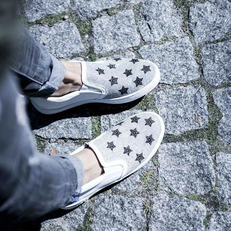 Shop Guess At Www Gomez Pl Fashion Store All About Shoes Vans Classic Slip On Sneaker