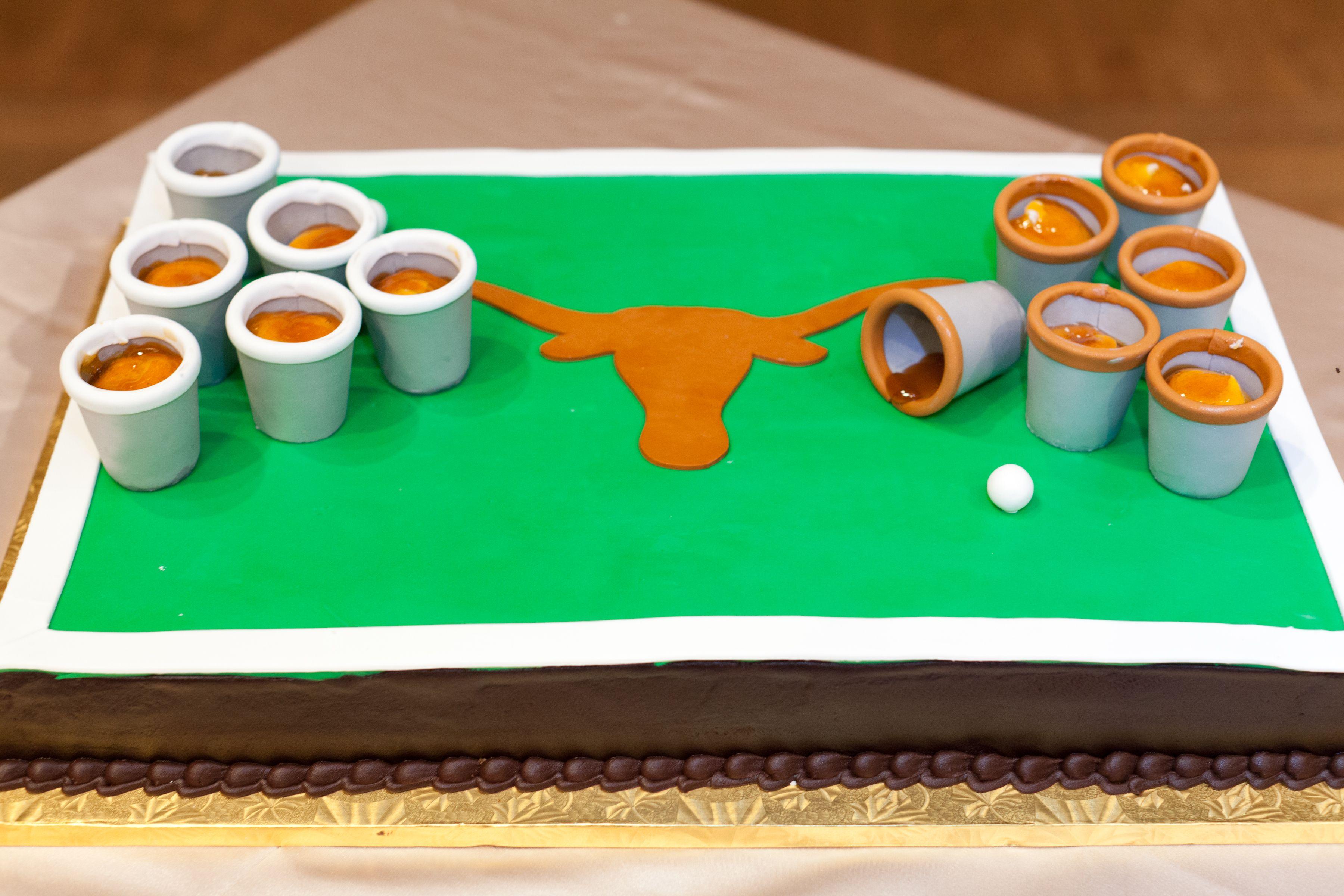 Ut Beer Pong Groom S Cake En Vogue Events Savanna Gray Houston