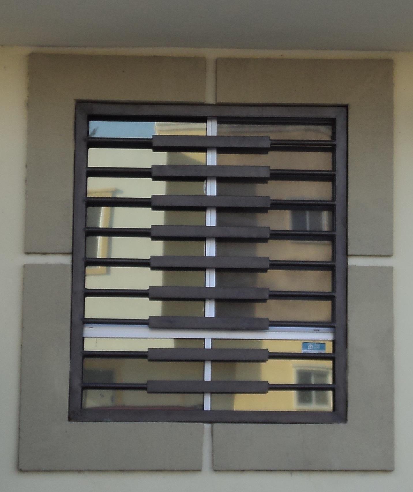 Protecciones casa modernas buscar con google herrer a txk ventanas herreria ventanas y - Proteccion para casas ...