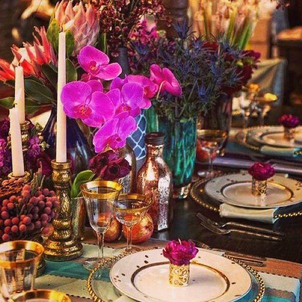 Mesa com cores exuberantes