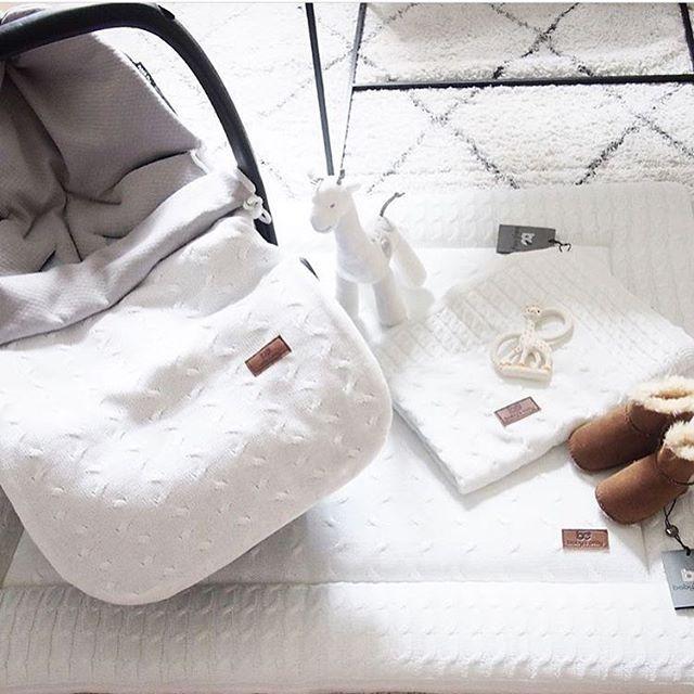 Tämä äiti tilasi tulevalle vauvalleen niin tyylikkäitä Baby's Onlyn juttuja  Valkoinen väri on aina upea valinta ja nämä tuotteet kestävät hyvin konepesua! Kiitos kaunis ihanasta kuvasta @vardagslyxivitt  • • • #pikkuvanilja #babysonly #babystuff #white #whiteinspiration #whiteinterior #whitehome #valkoinen #leikkimatto #lämpöpussi #kesälämpöpussi #lämpöpussiturvakaukaloon #vauvalle #vauva2017 #vauva #valkoinenkoti #sisustus #bebis #baby #momtobe #shopping #forbaby #stylish #stylishlife #...