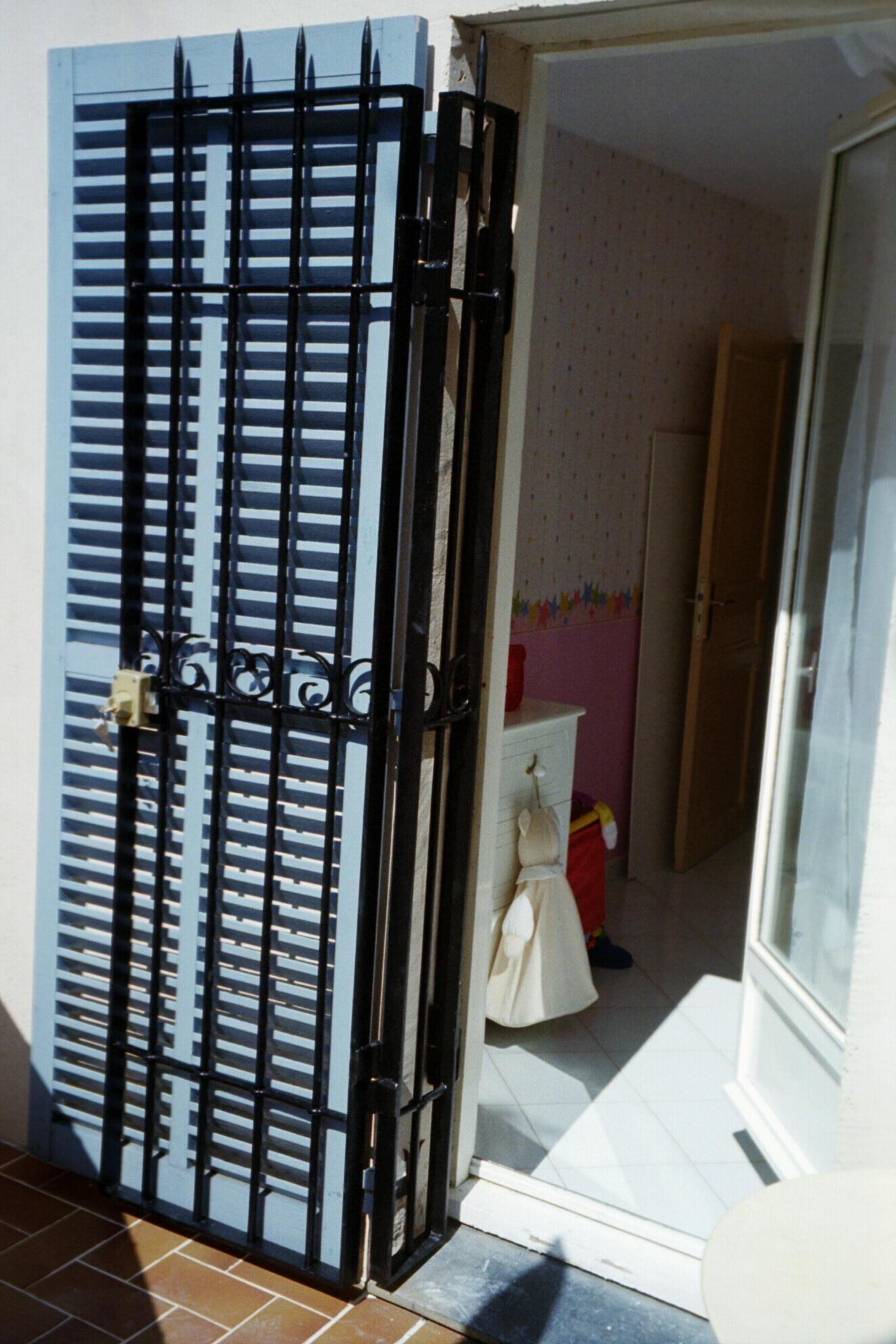 grille ouvrante articul e portes fer forg pinterest. Black Bedroom Furniture Sets. Home Design Ideas