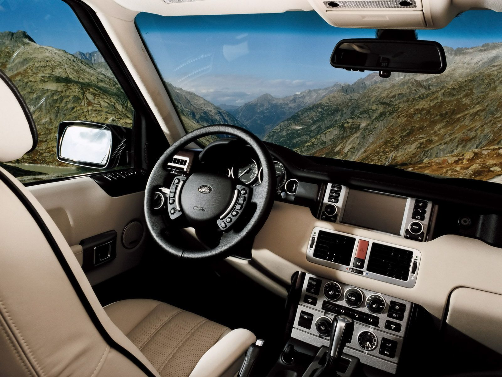 The interior of a 2006 land rover range rover