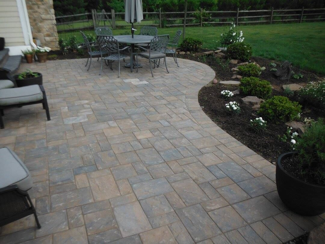 Cambridge pavingstones wall systems color options - Check Out This Beautiful Pavingstone Patio Created Using Cambridge Pavers With Armortec Installation