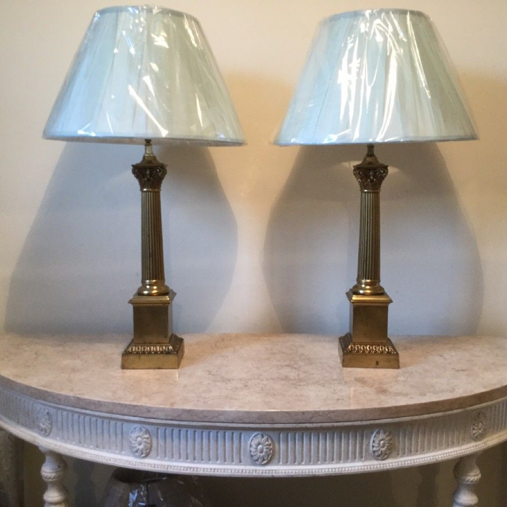 Pair of french brass corinthian column lamps lmparas y pair of french brass corinthian column lamps geotapseo Choice Image